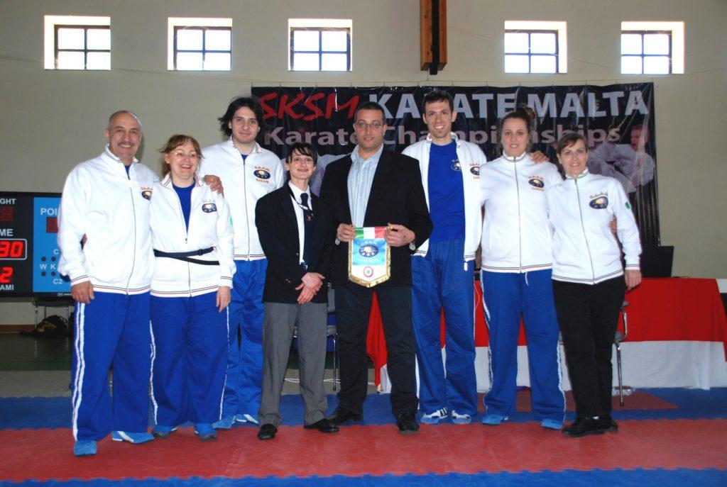 dirigenti Karate CAAM Milano con organizzatori della gara internazionale a Malta