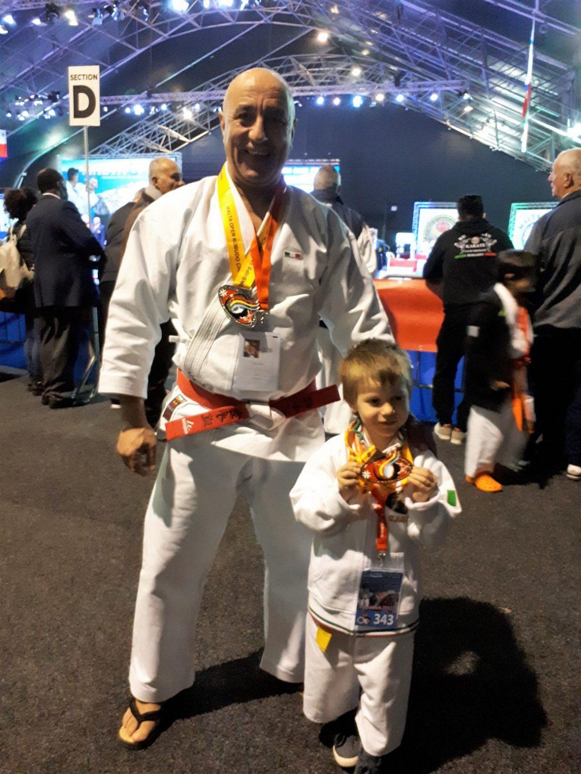 Maestro e allievo campioni internazionali di karate