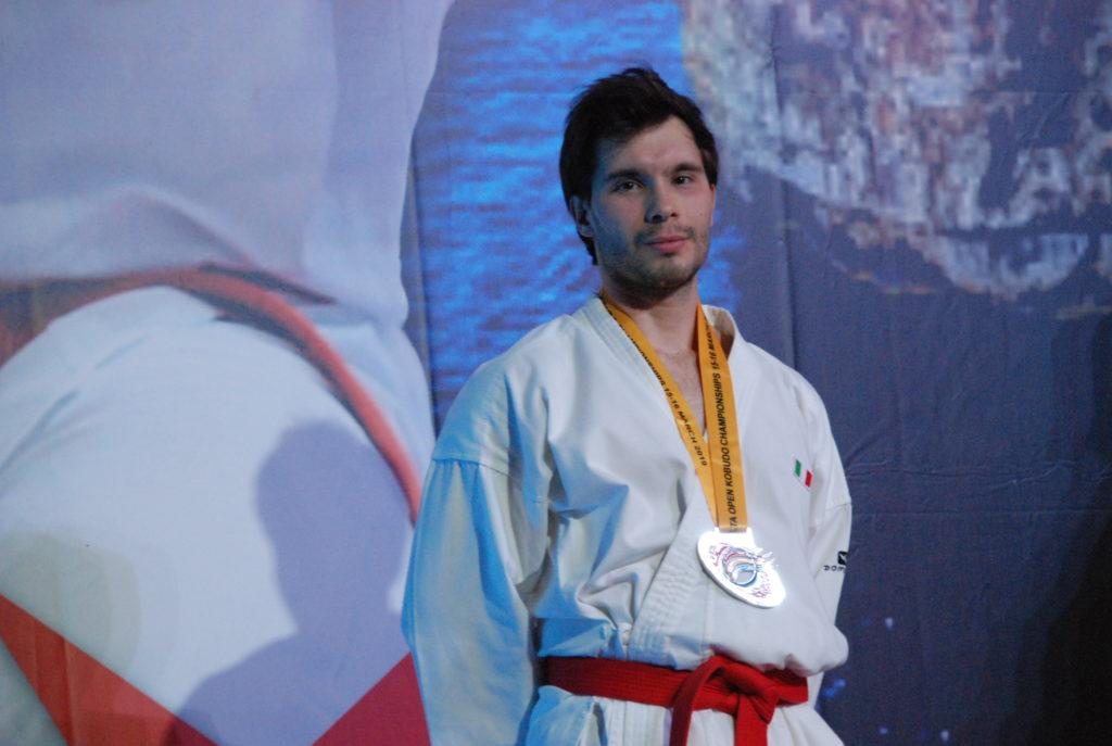 Cavaliere Andrea campione di karate kata